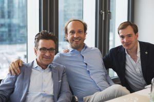 Die Roastmarket-Gründer Philip Müller und Boris Häfele zusammen mit Co-Geschäftsführer Gisbert Grasses (von rechts nach links). (c) Boris Häfele